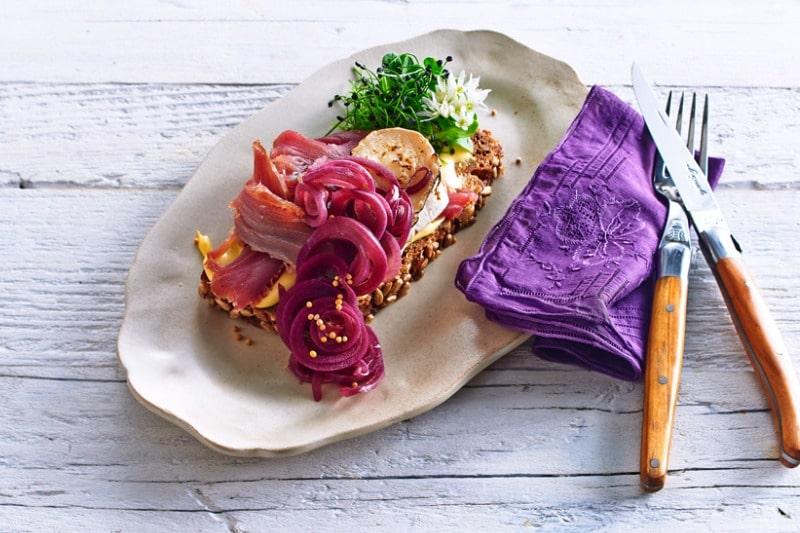 Smørebrød mit geräuchertem Thunfisch