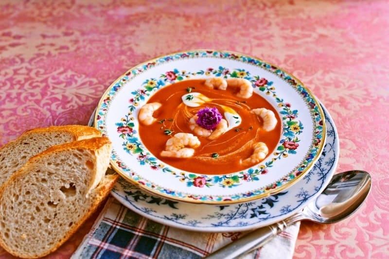 Tomatencremesuppe mit würzigen Garnelen