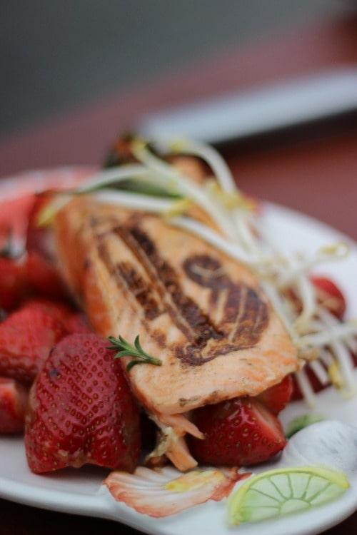 Fisch-auf-Erdbeeren-min